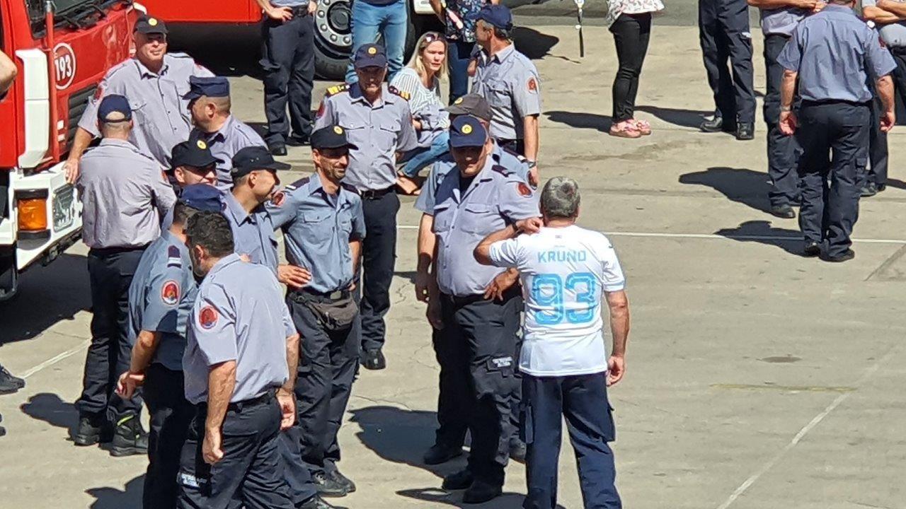 Riječki vatrogasci dirljivom gestom ispratili kolegu u mirovinu